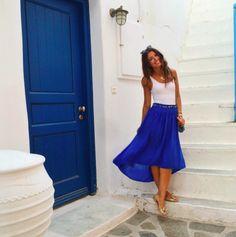 Mimi Ikonn | Navy blue, high low skirt with white top, gold peep toe flats & Stella McCartney Fabella mini | OOTD