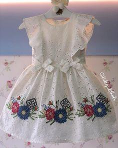 No photo description available. Baby Girl Frocks, Baby Girl Party Dresses, Frocks For Girls, Dresses Kids Girl, Cute Dresses, Baby Dress, Baby Girl Fashion, Kids Fashion, Kids Dress Wear