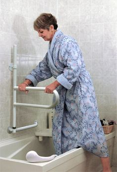 Extendable, adjustable, lockable bath and shower support rail for use also while showering.