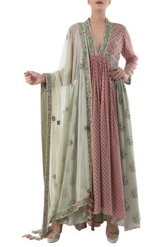 Buy Antique jade & dusty pink hand painted kurta set with dupatta by Nikasha at Aza Fashions Pakistani Dresses, Indian Dresses, Indian Outfits, Kurta Patterns, Dress Patterns, Stylish Dresses, Fashion Dresses, Stylish Suit, Boho