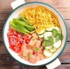 Besoin d'une recette facile, rapide et délicieuse ? Réalisez un one pot pasta aux tomate, basilic et poulet : tous les ingrédients cuisent ensemble !