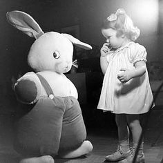 Easter Traditions Our Grandparents Celebrated. 7 Old Fashioned Easter Celebrations from the years gone by. #50sRetro #RetroEaster Vintage Easter, Retro Vintage, Cute Babies, Baby Kids, Vintage Children Photos, Easter Traditions, Old Photographs, Easter Celebration, Happy Spring