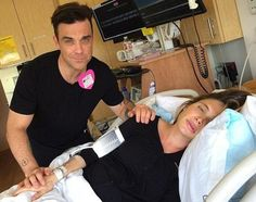 ROBBIE WILLIAM ENTERTAINS HER PREGNANT WIFE DURING LABOR!