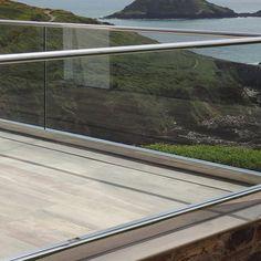 GRS TAPER-LOC Glass Railing System / C.R. Laurence