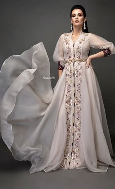 Garba Dress, Caftan Dress, Hijab Dress, Designer Bridal Lehenga, Moroccan Dress, Ethnic Dress, Kurta Designs, Indian Designer Outfits, Designer Dresses