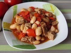 Tradycyjna kuchnia Kasi: Pikantna fasolka po bretońsku z mięsem