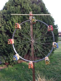 Bicycle wheel bird feeder sculpture! Squirrel Feeder, Bird Feeders, Spool Tables, Wind Sculptures, Bicycle Wheel, Backyard Pergola, Garden Club, Yard Art, Bird Houses