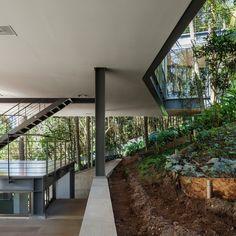 15 Detalhes construtivos de estruturas e acabamentos metálicos na habitação,© Nelson Kon