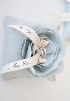 I loved all of your sparrow pins sat night! Tonight is my blue valentine. Soft and elegant shades of blue. Enjoy and many blessings! Blue Cream, Blue And White, Bleu Pale, Nantucket Wedding, Seaside Wedding, Gold Wedding, Rose Pastel, Blue Christmas, Color Azul