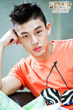 Image from http://images5.fanpop.com/image/photos/30500000/Yoo-Ah-In-as-Kang-Young-Geol-fashion-king-ED-8C-A8-EC-85-98-EC-99-95-30571065-550-825.jpg.