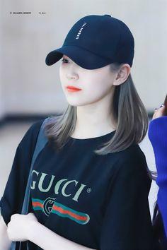 fromis_9 - Jiheon 190520 Korean X, Cute Korean, South Korean Girls, Korean Girl Groups, Glass Shoes, China, Ulzzang, Cool Girl, Asian Girl