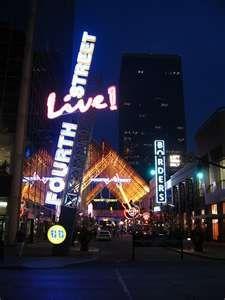 Fourth Street Live @ night, louisville ky