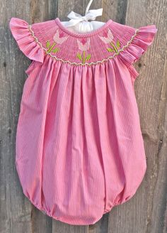 Smocked Tulip Bubble Source by smockedauctions . Smocked Baby Clothes, Cute Baby Clothes, Toddler Fashion, Kids Fashion, Cinderella Outfit, Punto Smok, Country Stil, Smoking, Smocking Patterns