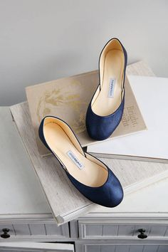 This item is available in primary color: blue, secondary color: beige. Midnight blue ballerinas in soft shiny leather. This is a stunning pair, in an elegant tone of soft shiny navy/royal blue. Perfect for adding a twist to your dress or outfit. Blue Bridal Shoes, Wedding Shoes, Wedding Wear, Blue Wedding, Wedding Stuff, Wedding Dresses, Blue Flats, Blue Shoes, Women's Shoes