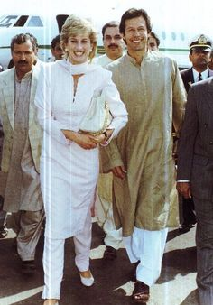 The 1990's : A rare picture of Princess Diana visiting #Pakistan. (Also in Picture: Imran Khan)