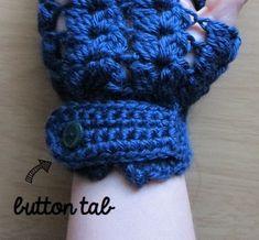 V Stitch Fingerless Gloves Fingerless Gloves Crochet Pattern, Crochet Vest Pattern, Knitted Gloves, Crochet Hooks, Crochet Patterns, Crochet Ideas, Crochet Tutorials, Crochet Stitches, Crab Stitch