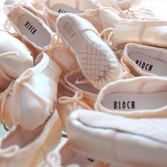 Take your love for #ballet everywhere with our #Bloch pointe shoe key ring, a great idea for a #stockingpresent ❄️ #Repost @blochdancecanada #blocheu #pointeshoekeyring #ballet #dance #blochdance #balletkeyring #keyring #pointeshoe #christmaspresent #christmas #stockingfiller