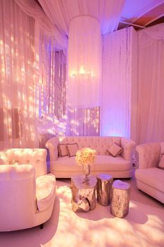 Wedding reception lounges have become a popular thing in recent years. It's a great way to give wedding guests a cozy place to relax, chat, and enjoy a drink while waiting for the dinner reception to begin. Wedding Lounge, Mod Wedding, Hotel Wedding, Wedding Seating, Trendy Wedding, Lounge Party, Glamorous Wedding, Ivory Wedding, Luxury Wedding