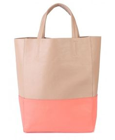 Perfect tote bag for summer work days.