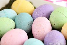 how to speckle paint plastic Easter eggs
