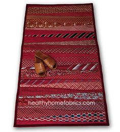 Rug from neckties. Would make a cute table runner! Has the directions!