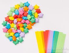 Móvil colorido con estrellas de origami - Guía de MANUALIDADES Logos, Videos, Diy And Crafts, Origami Stars, House Decorations, Colors, Dessert Food, Entertainment, Sweetie Belle