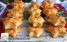 Sajtos csillagok recept fotóval Hungarian Desserts, Hungarian Recipes, Special Recipes, Finger Foods, Cauliflower, Special Occasion, Food And Drink, Chicken, Meat