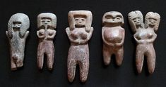 Figurines pertenecientes a la cultura Valdivia. Ancient Mysteries, Ancient Artifacts, Colombian Art, Ancient Goddesses, Sculptures, Lion Sculpture, Mother Goddess, Ecuador, Venus