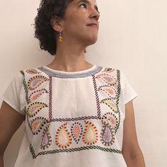 Así quedó el tercer #huipil del año #bordadoamano #kantha . . . . . . . #blusabordada #embroidered #embroideredtop #kanthastitch…