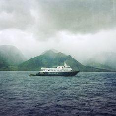 #Maui waters and mountains. @cariloha #pwinernship