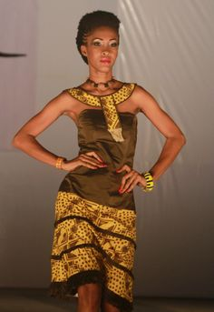 Dress inspired by South Africa Nadiaka fashion show of nov 2013 in Togo (West Africa) with Woodin