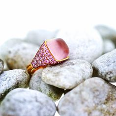 """Ring 13.50ct. rosen quartz , 180 rosen Saphires at 3.05ct. in 18kt.  Rosa Gold. #jewelry #jewelrymaking #Berlin #love #rings #just4u #handmade #saphires…"""