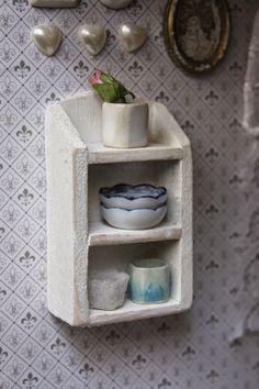 Lasituvan Miniatyyrit - Lasitupa Miniatures: DIY: Wall shelf - seinähylly 1/12