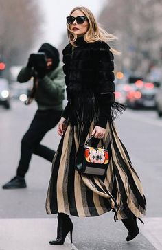 Fall Street Style Outfits to Inspire Fall Street Style fashion week shows Olivia in the perfect Fall outfit. Street Style Outfits, Look Street Style, Autumn Street Style, Mode Outfits, Street Chic, Chic Outfits, Fashion Outfits, Fashion Trends, Paris Street