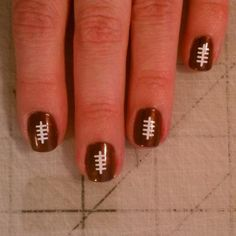FREE FOOTBALL NAIL ART-FREE FOOTBALL NAIL ART If Football consumes your life, then there is not a better way to show your love for the game then with these really cute nail designs. These are simple to apply and will have everyone asking where you go Get Nails, Love Nails, How To Do Nails, Pretty Nails, Hair And Nails, Garra, Football Nail Art, Baseball Nails, Tips Belleza
