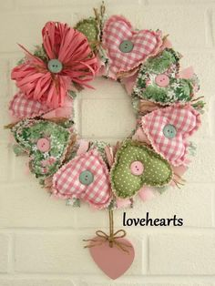 Crafts To Make And Sell, Diy And Crafts, Arts And Crafts, Christmas Decorations Sewing, Christmas Crafts, Fabric Wreath, Diy Wreath, Fabric Hearts, Fabric Flowers