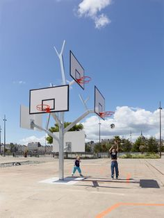 Basket Tree is a sculptural piece of playground equipment with five basketball hoops. The unique design allows children of different ages (and heights) to play basketball. The tree was installed in a playground in Nantes by French architecture firm Agency/LTA.