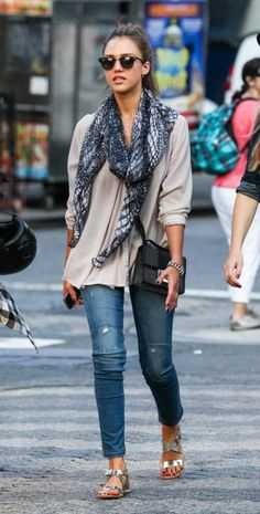 Jessica Alba shopping in NYC.