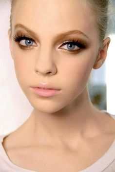 no face weird shape, lips ug, gold A great brown smokey eye for your big day!