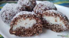 zabpehely, kókusz, krémsajt, sütés nélküli, desszertgolyó, egyszerű, gyors Healthy Cake, Healthy Desserts, Dessert Recipes, Clean Eating Sweets, Sin Gluten, Diy Food, No Bake Cake, Sweet Recipes, Food To Make
