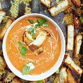 Verse tomatensoep van Jamie Oliver!  Laat de Olympische spelen niet voorbijgaan zonder te genieten van de Engelse keuken. In zijn nieuwste boek 'Te gast bij Jamie' laat Jamie Oliver zien hoe ontzettend lekker dit kan zijn!