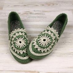 This Pin was discovered by Ros Crochet Boot Socks, Crochet Slipper Boots, Crochet Slippers, Knit Crochet, Hello Kitty Crochet, Crochet Slipper Pattern, Socks And Sandals, Knit Dishcloth, Shoe Pattern
