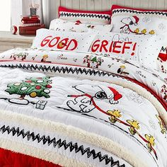 35 Amazingly Pretty Shabby Chic Bedroom Design and Decor Ideas - The Trending House Bedding Sets, Girl Bedding, Dollar Store Christmas, Christmas Tree, Christmas Bedroom, Boy Quilts, Twin Quilt, Elegant Christmas, Shopping