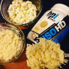 A melhor ceia da vida, mostrei lá no snap o passo a passo, mas é bem simples : 1 scoop de whey (usei IsoHD sabor vanilla cookie), um pouquinho de água e mto coco ralado!!!! Pra acompanhar meu #beijinhofit, tem #pipocafit (feita sem sal e sem óleo) .... Ahhhh, fazer dieta é muito sofrido #sqn 😂😂😂😂 #amo #teambueno #wwsports