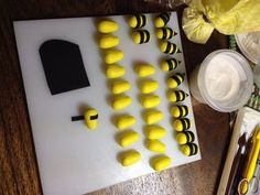 Bumble Bee Cupcake Toppers : 3 Steps (with Pictures) - Instructables Bumble Bee Cupcakes, Cake Decorating Designs, Foundant, Bee Cakes, Edible Glue, Piping Tips, Gel Color, Jelly Beans, Cupcake Toppers