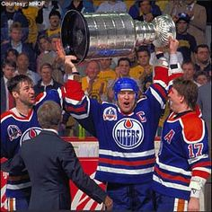 Lowe, Messier, and Kuri - Edmonton Oilers Hockey Playoffs, Penguins Players, Mark Messier, Sports Trophies, Hockey Hall Of Fame, Hockey Rules, Stanley Cup Playoffs, Nhl Players, Edmonton Oilers