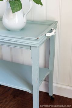 Thrift Store Table Makeover Thrift Store Table Makeover from confessionsofaser… Diy Furniture Projects, Refurbished Furniture, Paint Furniture, Repurposed Furniture, Furniture Making, Furniture Refinishing, Bedroom Furniture, Thrift Store Furniture, Thrift Store Crafts