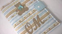 Porta fraldas, lenço umedecido e pomada  Kit higiene para bebê.    Composto por:  1 divisória para fraldas ( cabe até 4 fraldas);  1 divisória para lenço umedecido;  1 divisória para pomada;  1 divisória para saquinhos descartáveis.    Confeccionado com tecido 100% algodão, estruturada com manta ...