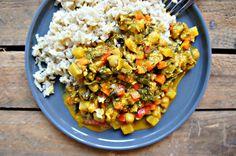{ vegansk og glutenfri } Her er opskriften på indisk karrygryde med kikærter og brune ris, der er lavet på kokosmælk og Graham Masala-krydderi.