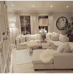 Pin by khadidja on chambre de mes rêves in 2019 Living Room Decor Cozy, Family Room Decorating, Living Room Grey, Home Living Room, Interior Design Living Room, Living Room Designs, Casas Shabby Chic, White Rooms, Living Room Inspiration
